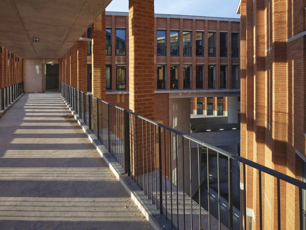 Universidad Toulouse Dennis Gilbert